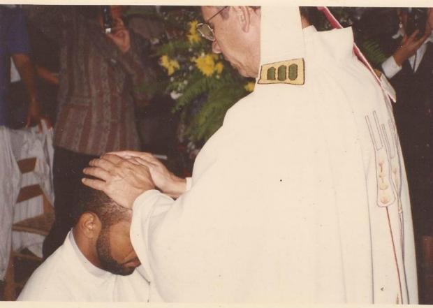 25 años: anunciando la Abundante Redención en un mundo herido